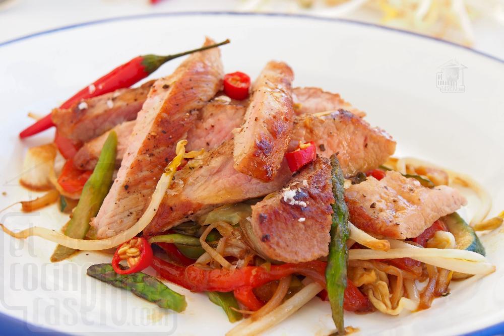Secreto de cerdo a la plancha con verduritas Thai - Paso 8