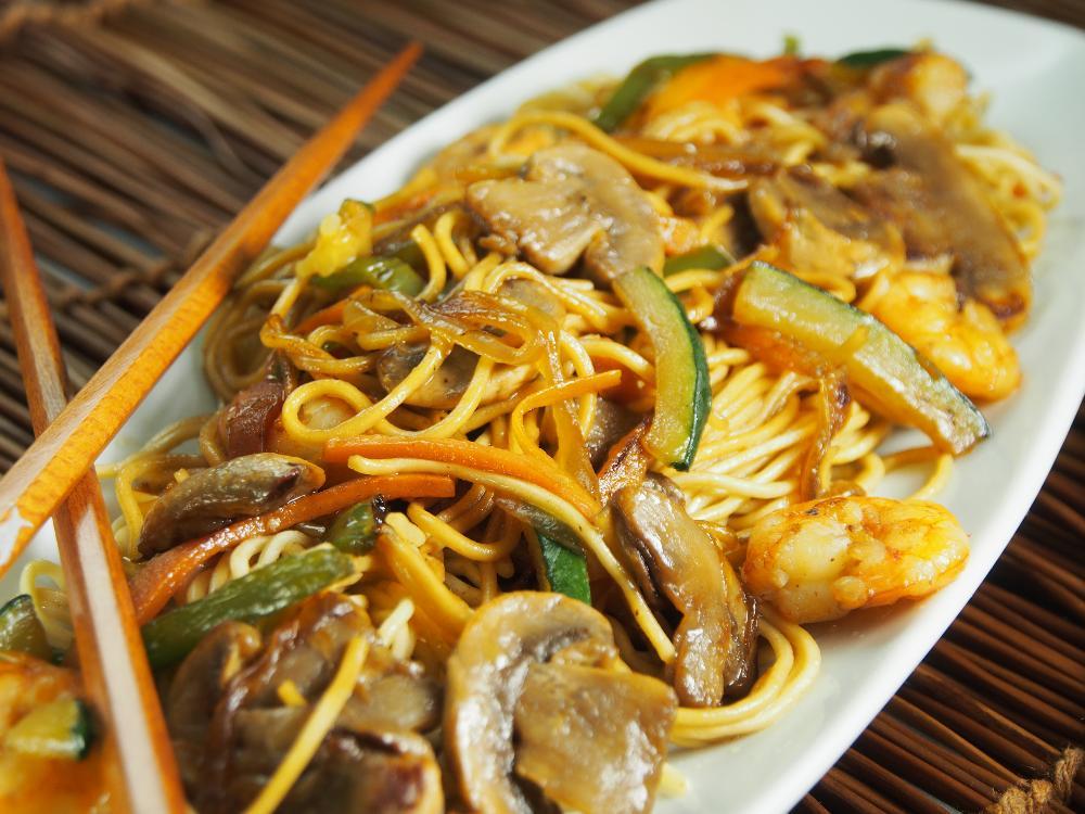 Salteado de noodles con gambas y verduras - Paso 5