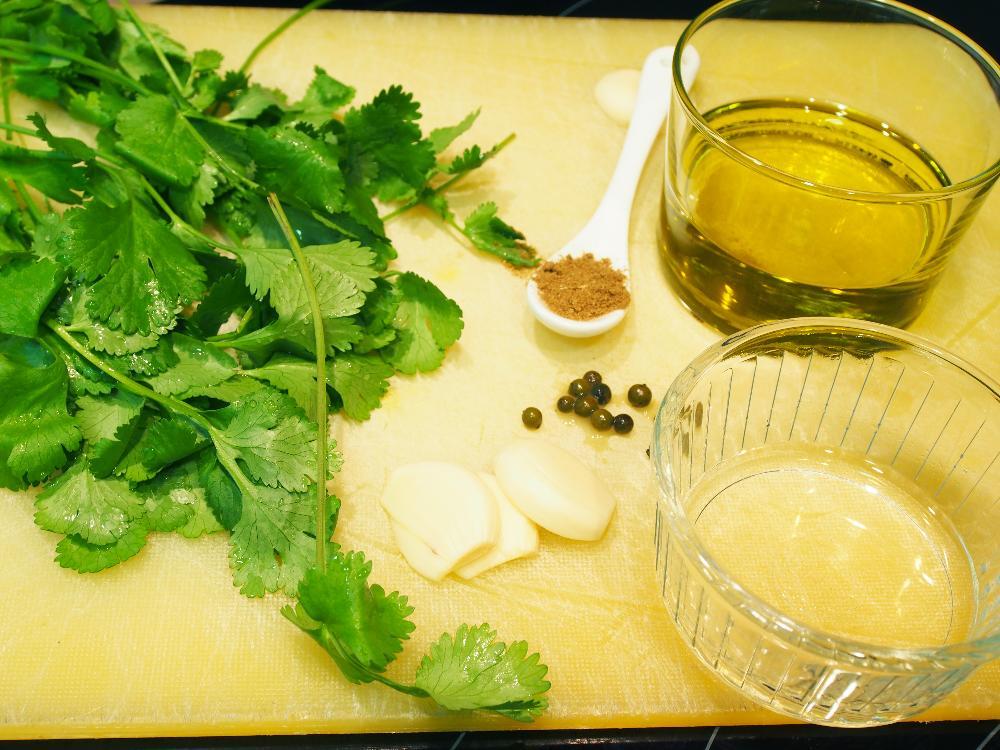 Mojo verde de cilantro - Paso 1