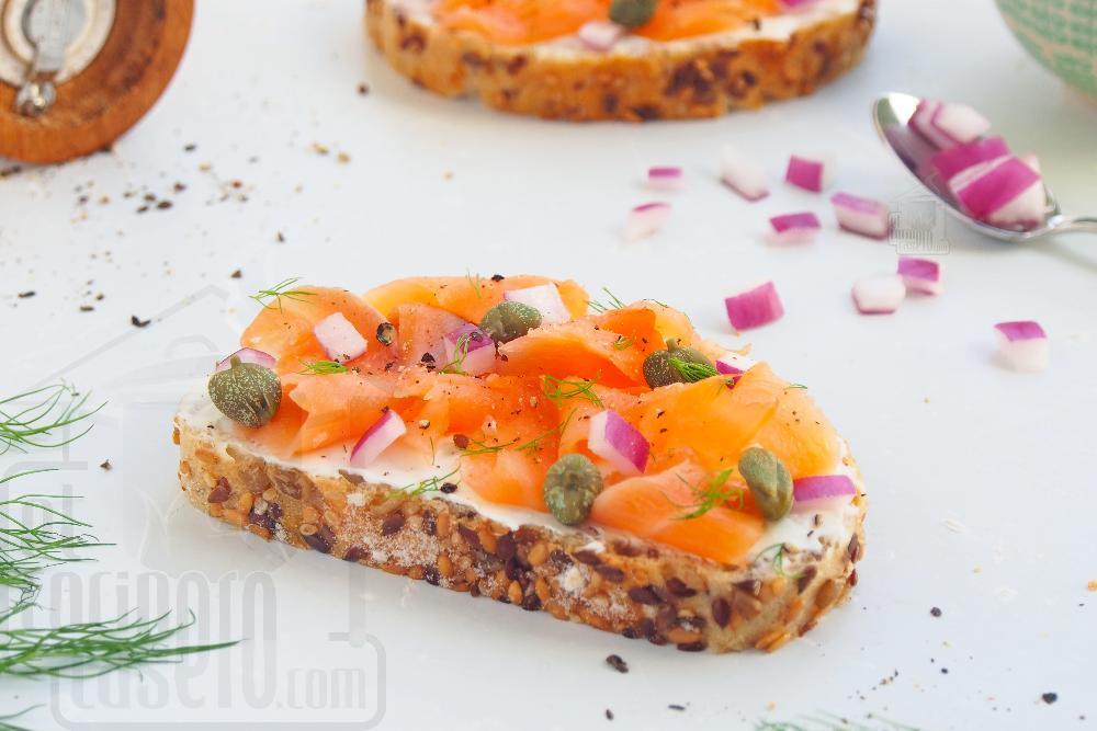 Tostas de salmón marinado, creme fraiche y eneldo - Paso 5