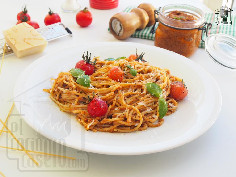 Spaghetti con pesto rosso