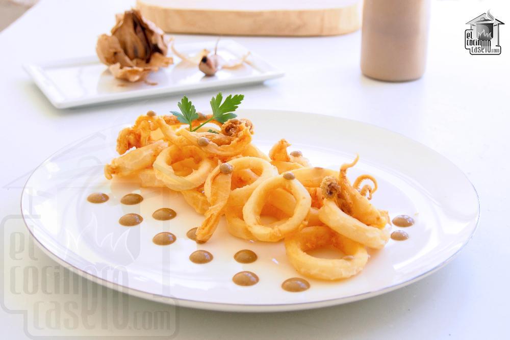 Calamares a la andaluza con mayonesa de ajo negro